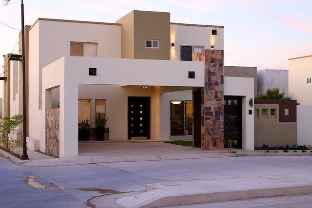 Fachadas de Casas Modernas: Lujosa fachada contemporánea y moderna