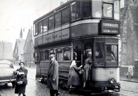 Glasgow Trams.  Carnwadric to Shawlands tram