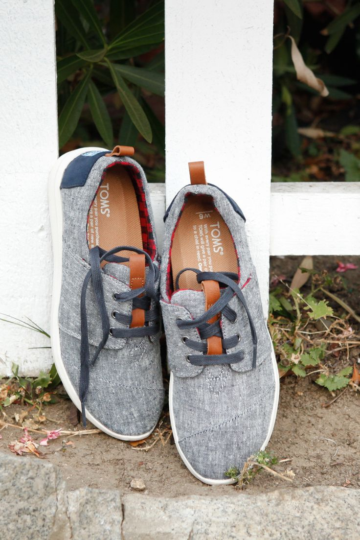 Walk with ease in comfortable chambray denim Del Rey Sneakers.