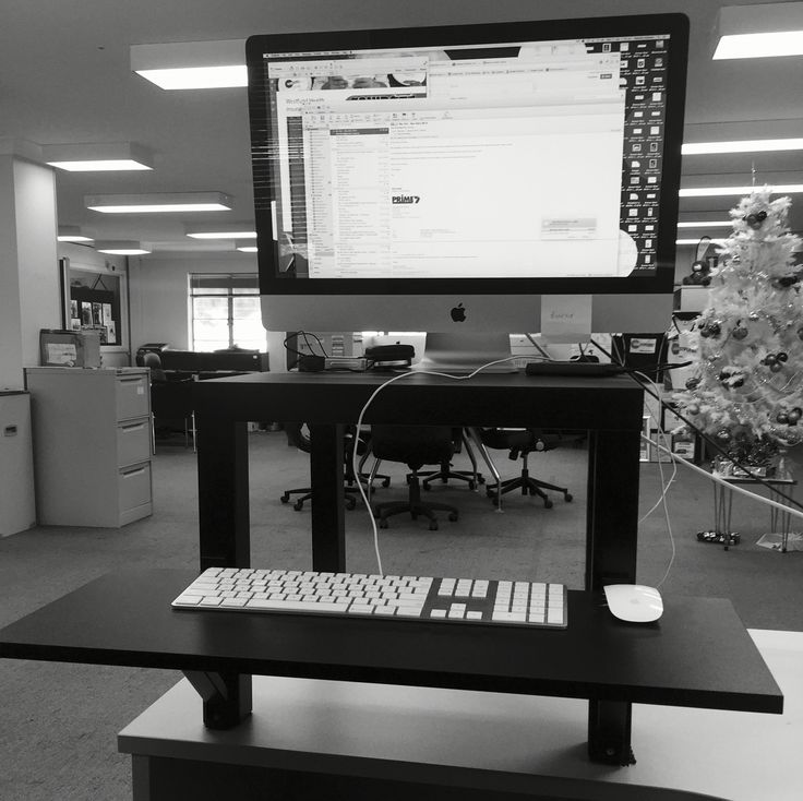 Ikea hack cheap standing desk fit healthy for Ikea motorized standing desk