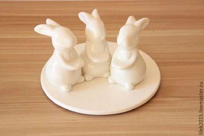 Тарелки ручной работы. Заказать Блюдо для торта Веселые зайчата. Home Decor. Ярмарка Мастеров. Белый заяц, для торта
