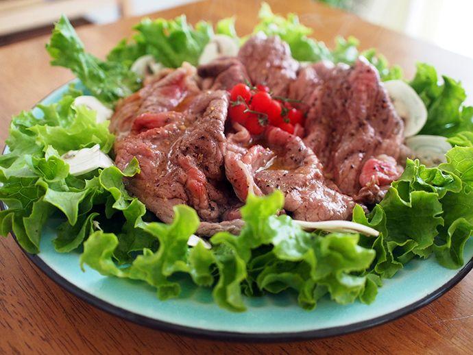 とっても簡単ごちそうレシピ。ローストビーフ気分の温製サラダの作り方 - 家ワイン