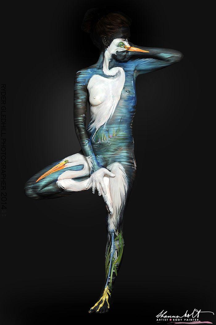 """Nach Abschluss ihres Studiums an der Tyler School of Art in Philadelphia/Pennsylvania probierte sich Shannon Holt mit ihren Kunstmalereien auf diversen Materialen aus. Nach Leinwand, Papier, Holz und Metall fand sie vor etwa fünf Jahren ihren Weg zur Body Art und in menschlicher Haut, offensichtlich das optimale Medium zum Ausdruck ihrer Kreativität. Für die imposante """"Florida Wildlife""""-Serie ließ sich Holt... Weiterlesen"""