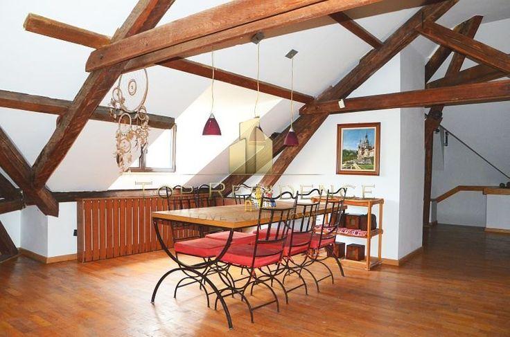 Beutiful dining area in a spacious loft