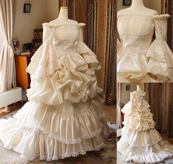 中世ヨーロッパスタイルのような貴婦人を連想させるアンティーク調のウェディングドレス ウェディングドレスやカラードレス ミニへと変身する3wayスタイル お客様に創り上げたオーダーメイドウェディングドレス メタモールフォーゼ ウェディング 札幌 埼玉 080line