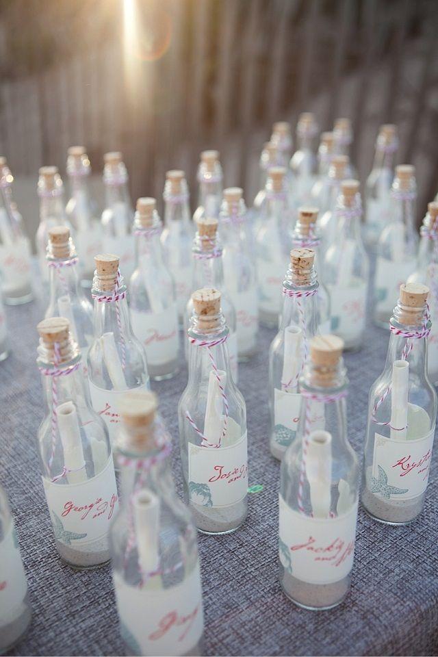 夏のリゾートウェディングにぴったりの瓶にメッセージを入れるアキュートなアイデア☆ウェディング用メッセージカードのおしゃれデザイン♡