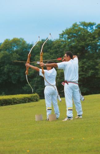Profitez de votre séjour au Château de La Verrerie pour réserver une session de tir à l'arc !