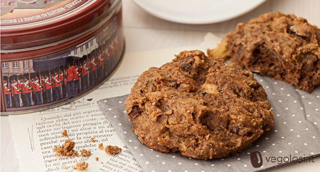 Gli scones sono dolci tipici inglesi e da sempre sono serviti insieme al famoso tè delle cinque. Esistono numerose versioni più o meno dolci