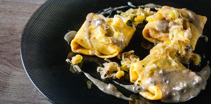 Necci alle castagne con fonduta di blu di capra. Per leggere la ricetta: http://myhome.bormioliroccocasa.it/myhome/it/home/spazio-alle-idee/idee-chef/necci-castagne.html