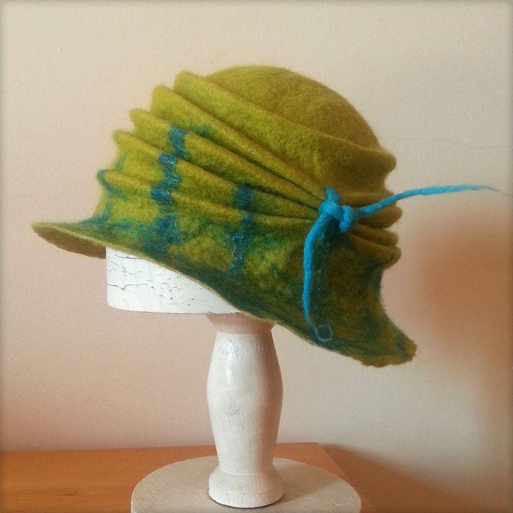 Chapeau en feutre vert - Felted hat by Zahaa