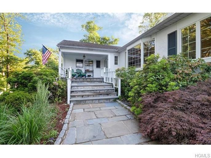 10 South Westerly Lane, Thornwood, NY 10594