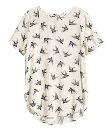 Natural white/birds. Straight-cut blouse in crêped woven fabric. Opening at back of neck with pearlescent button, short sleeves, and rounded hem. Slightly