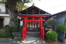 長野県池田町の稲荷社です。-Inarisya (Ikeda Town,Nagano)- その昔、池田町の吾妻町にあった林泉寺というお寺に建っていた神社です。林泉寺は無くなってしまいましたが、こちらの社殿が残っています。江戸時代初期に建てられた社殿で、池田町の文化財に指定されています。