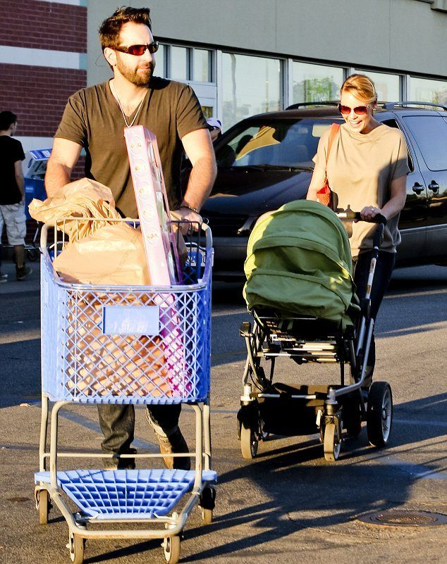 """Actress Katherine Heigl and husband Josh Kelley take their adorable children Nancy and Adalaide to Toys""""R""""Us to pick up some gifties!"""