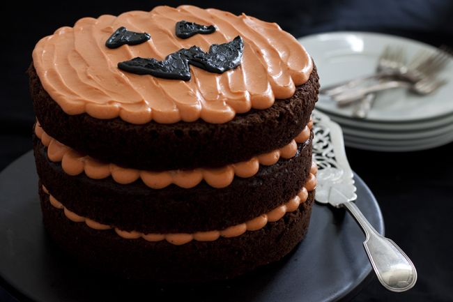 Chocolate Pumpkin Jack-O'-Lantern Cake with cream cheese frosting. A terrific #Halloween #recipe. See this and more from http://toughcookieblog.com