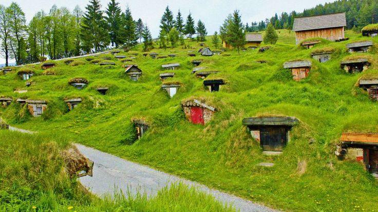 Liptovská Teplička, alebo Slovak Hobbit Town je európskym, ale aj svetovým unikátom