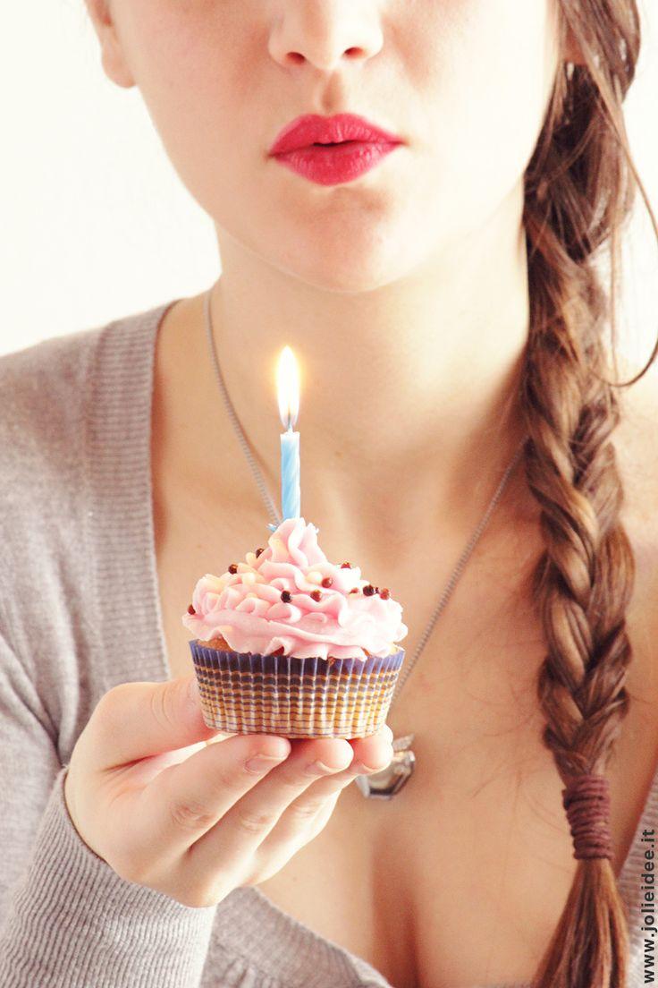 Pronta a spegnere la candelina per festeggiare il primo anno di Jolie idée! fffffffff (soffio!)… ed ora la parte più bella… mangiare il cupcake! #buoncompleanno #happybirthaday #girl #me #cupcake #love #fashion #style #me #photooftheday #like #cute #happy #bestoftheday #fun #selfie #cake #candle