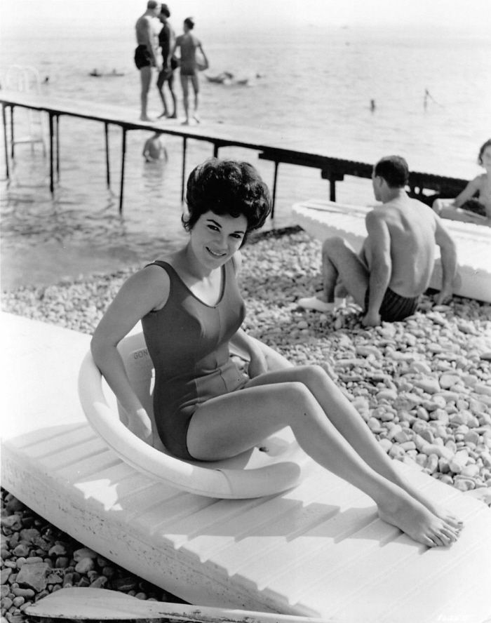 CONNIE FRANCIS Singer B/&W Bathing Suit PHOTO #366