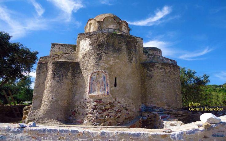 Αγία Βαρβάρα (Στην παραλία που έχει και το όνομα της )                                           www.iloveskoutari.com