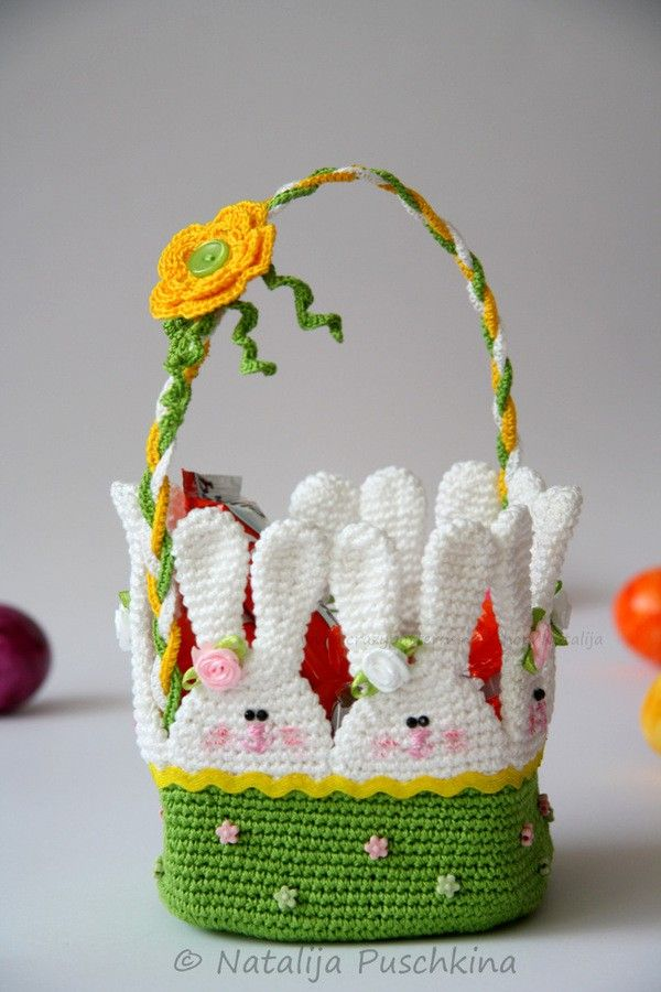 """Osterkörbchen """"Hasen im Gras"""" selber häkeln ☺ Hol Dir jetzt die Häkelanleitung für das Osterkörbchen mit Hasen-Motiv und häkle Dir Deine eigene Oster-Deko."""