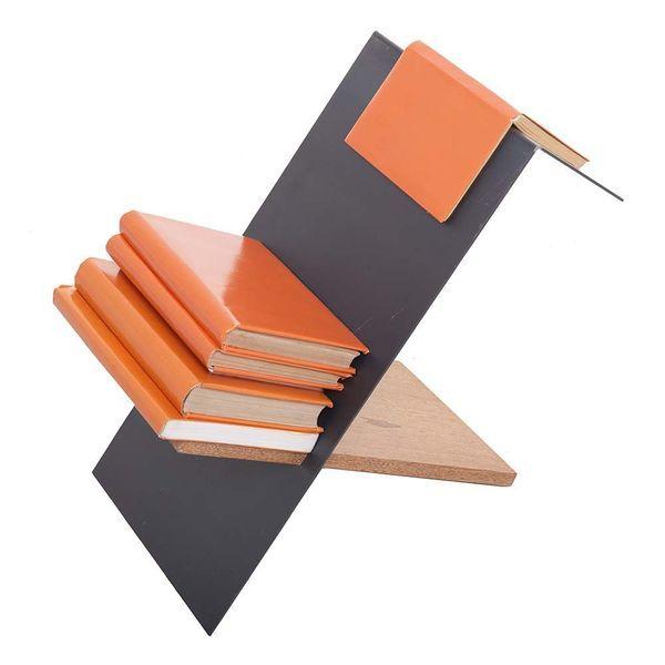 Book is on - Suporte para livros e revistas em madeira angelin encerada e em aço carbono bruto protegido com verniz fosco. Desenho Paulo Copacabana, 2016.