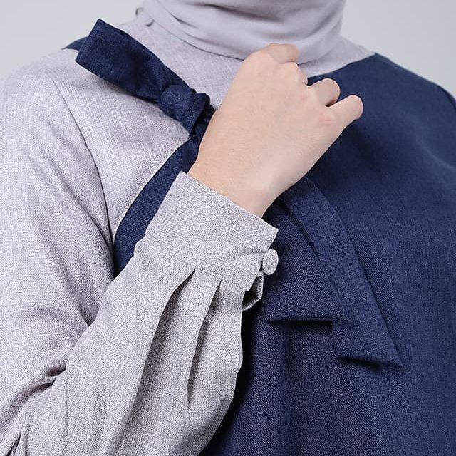 Detail of Tratin Top in Blue.  Shop this look at www.eclemix.com or www.hijup.com. Or reach our admin contact at : - Line@ : @eclemix - WA : 081326004010 . #eclemix #myeclemix #hijup #myhijup #fashion #hijab #bandung #localbrandindonesia