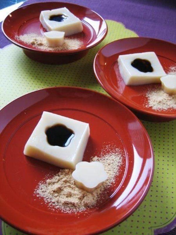 Recipe : 豆乳くず餅/プルンと弾力のある独特の食感を楽しんでくず餅は練り上げるのがけっこう大変だけれど、手作りのおいしさは格別なので、ぜひチャレンジしてほしい一品。