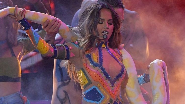 """Becky G Honors Britney Spears With EPIC Performance – Britney Drops Hot New Single """"Make Me"""" Fandom Fare – Britney Spears Becky G Honors Britney Spears with a """"Slave 4 U"""" …"""