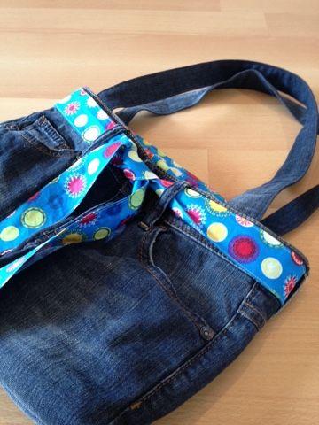 Ich wollte schon immer mal aus einer alten Jeans eine Tasche nähen.   Und nun ist es soweit. Wollt ihr mitmachen? – heike