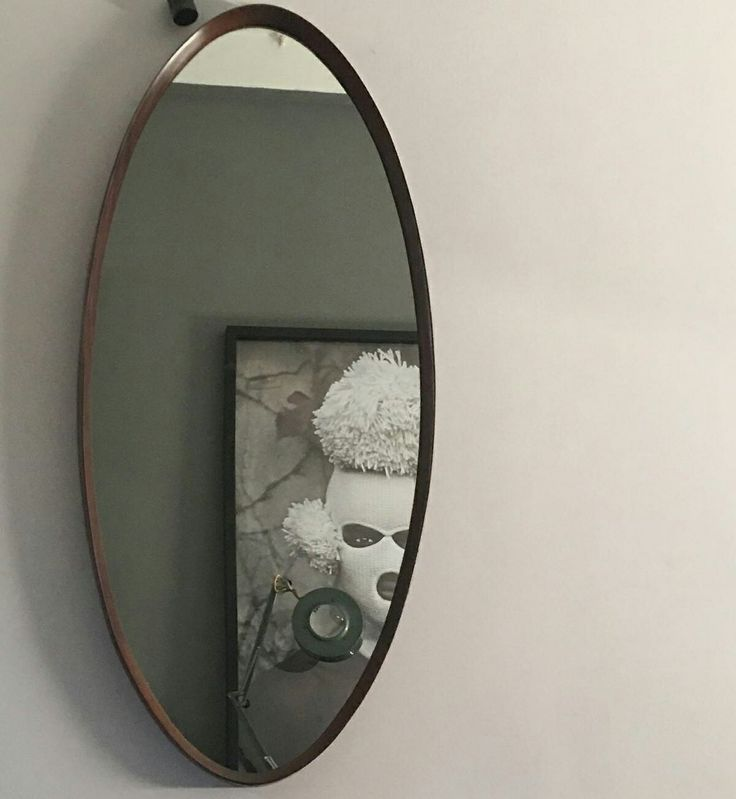 Uno specchio anni 60 in teak. Importanti misure 130x50 Ottime condizioni molto raro. Foto riflessa di #studioaguayo #magazzino76 #viapadova #Milano #nolo #viapadova76 #M76 #modernariato #vintage #industrialdesign #industrial #industriale #furnituredesign #furniture #mobili  #modernfurniture #antik #antiquariato  #teak #mirror #anni60 #solocoseoriginali