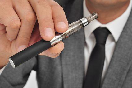 #Assurance et #Ecigarette : vers une interdiction d'utilisation de la #cigarette #electronique dans les lieux publics. Actuellement, seulement quelques #mutuelles #sante proposent un remboursement de ce dispositif.  #Blog du #comparateur malin #CompareDabord : http://www.comparedabord.com/blog/frais-bancaires/article/e-cigarette-vers-une-interdiction-d%E2%80%99utilisation-dans-les-lieux-publics
