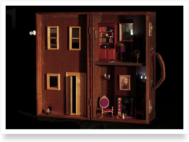 Gorgeous dollhouse in an old wooden suitcase.