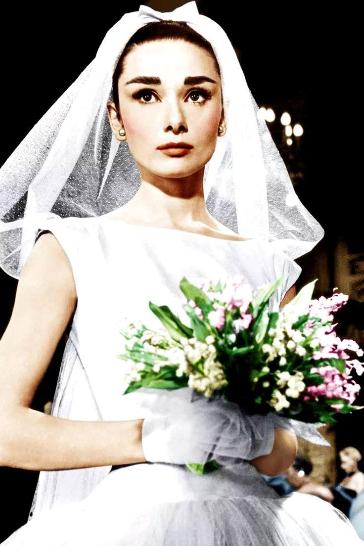 La famosa actriz belga se casó dos veces, pero vistió de novia en más de una ocasión. Repasamos aquellos momentos de la vida de Audrey Hepburn. Audrey Hepburn, Pink Tulle Skirt, Bride, Wedding Dresses, Image, Fashion, Boyfriend Stuff, Boyfriends, Bridal Gowns