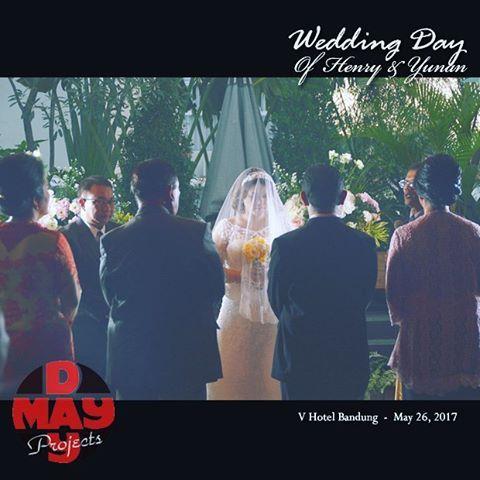 Bride groom and parents.  The wedding day of henry & yunan...a blessing ceremonial. May 26, 2017  #weddingparty #weddingphotography #weddingsecrets #weddingdecoration #weddingday #weddings #jasafotowedding #bandungwedding #bridalphotography #bridalfashion #weddinggown #maydayproject #bandungphotographer #bandungfotografi #jasafotoprewedding #pic #pics #portrait #portraits #pictures #snapshot #photography #all_shots #pernikahanindonesia #pestapernikahan #instawedding #instagallery #instagood…