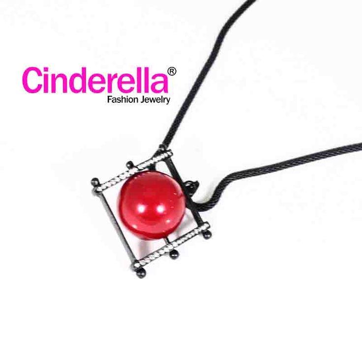 Kalung Rantaiberwarna hitam dihiasi mutiara berwarna merah, cocok bagi ladies yang menyukai gaya unik., cocok bagi ladies yang menyukai gaya unik. Cocok digunakan untuk sehari-hari, Formal maupun hangout, pesta. yuk keepFashionableandModiswithCInderella ^ - ^