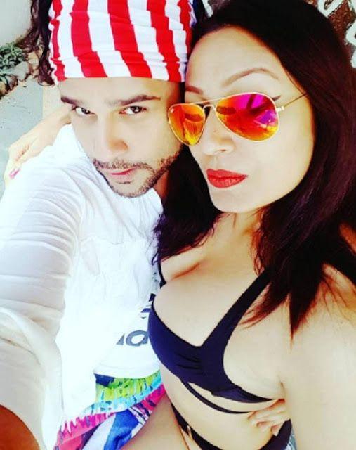 Kashmira Shah shared Hot Pic with Beau Abhishek
