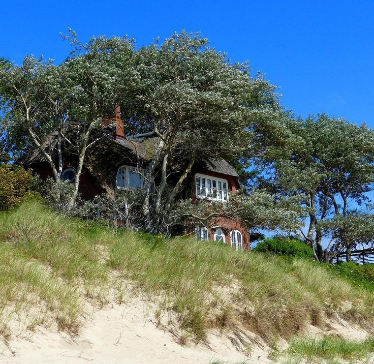 Seepirat Haus in den Dünen, Südstrand Wyk auf Föhr Germany - da war ich schon ein paar Mal. Übernachtet ganz in der Nähe. :-)