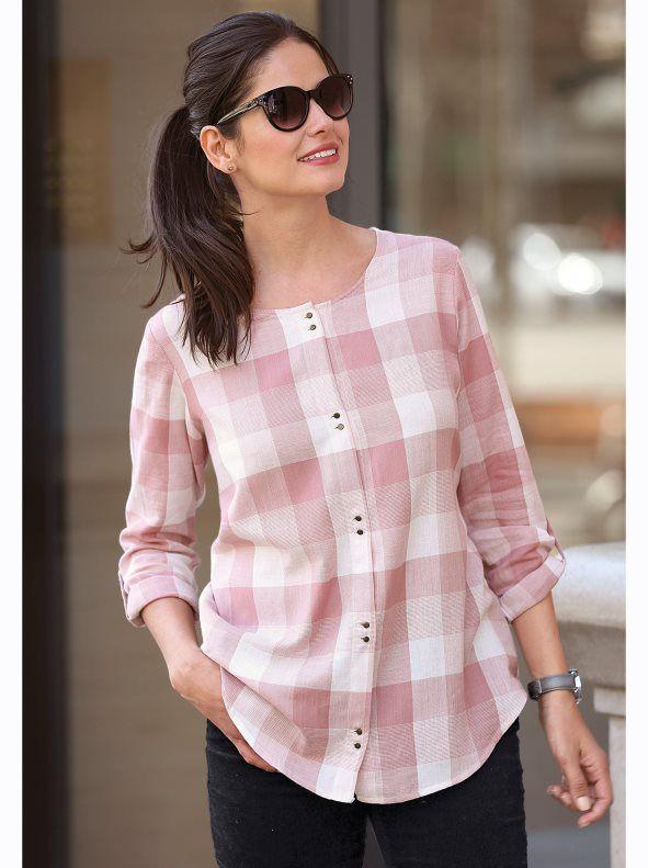 Camisa de mujer de diseño muy femenino de grandes cuadros tejidos, con el escote y bajo redondeados. Tapeta con botones metálicos en el delantero. Camisa de - Venca - 007436