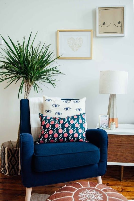 Filled with items from the likes of West Elm, Urban Outfitters and Target, this beautiful bohemian home is packed with tons of style. It has cozy textures, fun prints and soft colors.