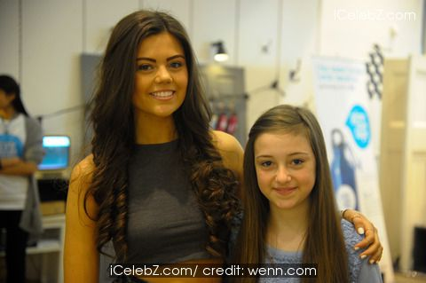 Emily-victoria Canham Emily-Victoria Canham celebrity vlogger visits pop up shops within Bullring Shopping Centre http://icelebz.com/events/emily-victoria_canham_celebrity_vlogger_visits_pop_up_shops_within_bullring_shopping_centre/photo12.html