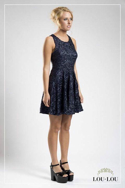 Vestido Marga en paillettes azul noche con cierre color plata en la espalda