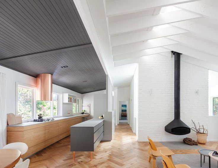The Riverview House was updated by Nobbs Radford Architects. Key to the brief was the need for a generous kitchen. The clients wanted zones in the kitchen that they could have several activities, or 'stations', happening simultaneously. #openspace