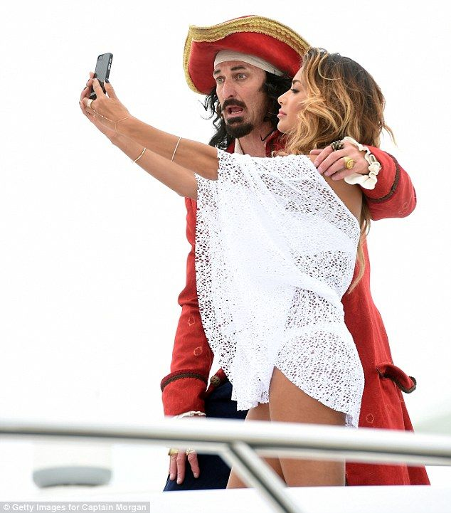 Sun-kissed Nicole Scherzinger teams up with Captain Morgan in Cannes #dailymail