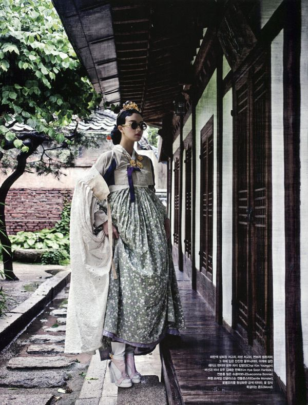 Stefani Lee And Lee Seung-Mi By Ogh Sang-Sun In The August Issue Of Vogue Korea