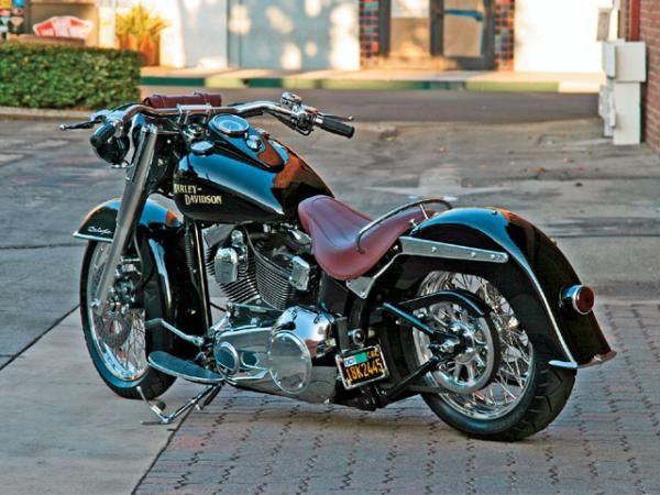 The Best Looking Deluxe So Far? Custom '07 Harley-Davidson Softail Deluxe | Hot Bike
