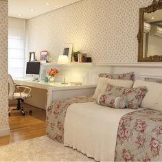 Quarto menina l Papel de parede e enxoval floral imprimindo uma atmosfera bem romântica!! Projeto @ararquiteturadesign #bedroom #teenroom #girl #love #romantic #instagirl #homedecor #luxuryhomes #arquitetura #top #glamour #classic #interiordesign #quartodemenina #instamood #instalike #instalove #beautiful #blogfabiarquiteta #fabiarquiteta  http://www.fabiarquiteta.com