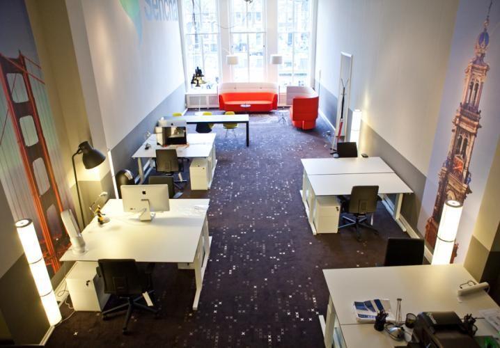 Moderne kantoorruimte met meerdere ruime werkplekken aan de Keizersgracht in Amsterdam