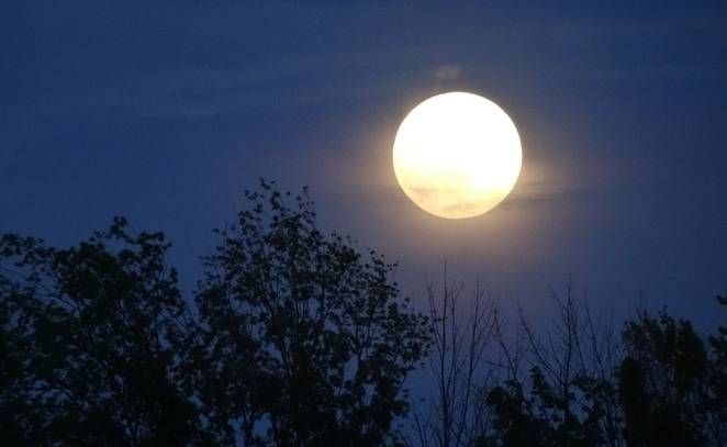 CC BY 2.0 Rachel Kramer/Flickr With no shortage of poetry, many Native American tribes once tracked time by naming full moons rather than months.