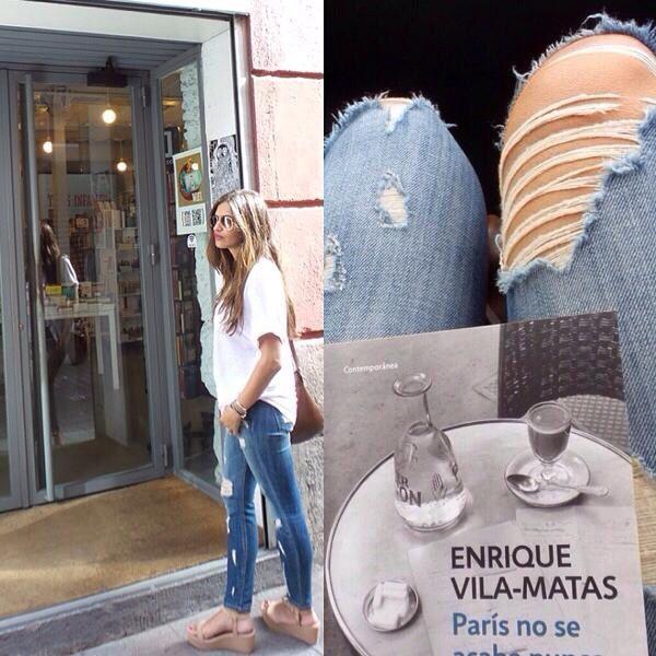 Sara Carbonero lleva total look de @coollthesack, jeans de @currenteliot y camiseta de American Vintage en @zieloshoppingpozuelo
