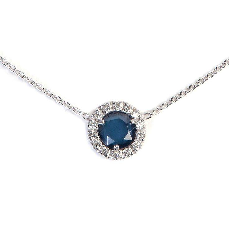 Romantica collana in #argento con zircone blu. Un'eleganza sofisticata.  #Romantic deep blue silver necklace with a circle of sparkling zircons. #Sophisticated glamour.